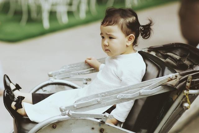 Con gái Trang Nhung ngượng ngùng trước ống kính - 2