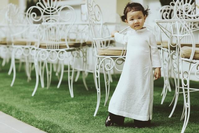 Con gái Trang Nhung ngượng ngùng trước ống kính - 1