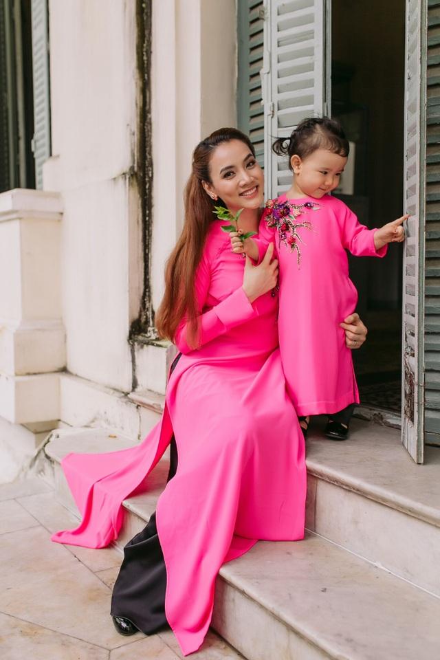 Con gái Trang Nhung ngượng ngùng trước ống kính - 11