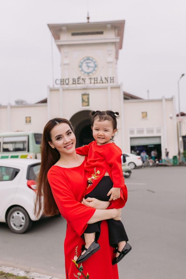 Con gái Trang Nhung ngượng ngùng trước ống kính - 8