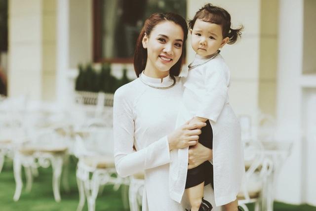 Con gái Trang Nhung ngượng ngùng trước ống kính - 4