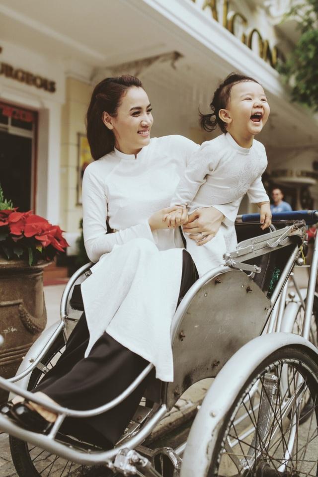 Con gái Trang Nhung ngượng ngùng trước ống kính - 5
