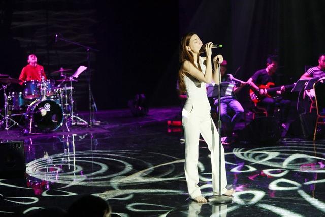 Buổi tập không có Jimmii Nguyễn, nhưng được biết hai nghệ sĩ đã có phần tập song ca với nhau tại TP. Hồ Chí Minh trước đó.