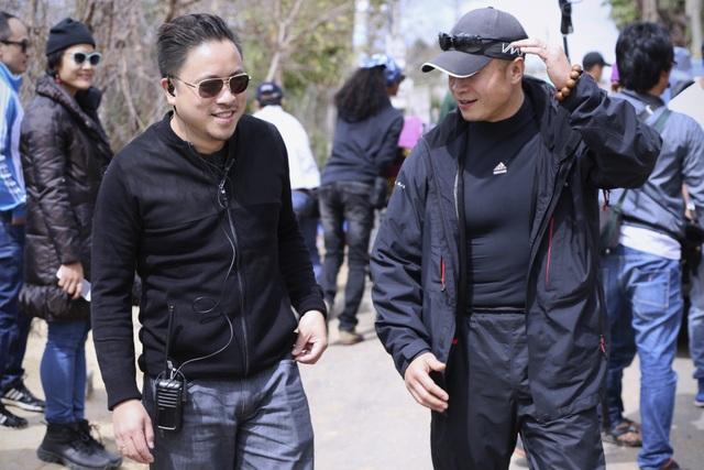 Sự xuất hiện của Mr Vincent Wang bên cạnh Victor Vũ trên phim trường đã khiến nhiều người suy đoán bộ phim nam đạo diễn đang thực hiện là phim hành động.