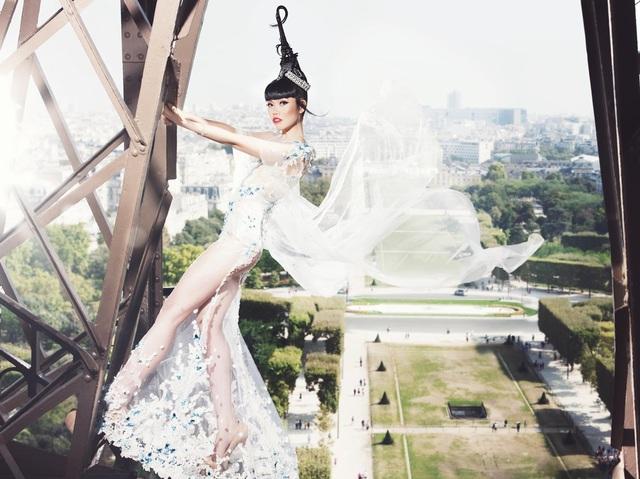 Jessica Minh Anh diễn thời trang trên sông Seine - Pháp - 3