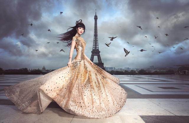 """Theo Jessica Minh Anh, lần này cô sẽ tổ chức chương trình thời trang trên thuyền chạy dọc dòng sông Seine nổi tiếng. Bên cạnh đó, Jessica Minh Anh còn trổ tài """"nghề tay trái"""" khi làm nhà thiết kế."""