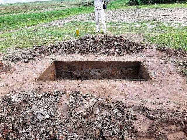 Hố khai quật tại địa điểm di tích Đình Hội Thống