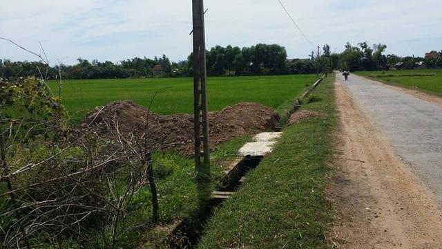 Những lô đất mặt đường ở thôn Đông Châu (xã Phù Lưu, huyện Lộc Hà) đứng tên hộ nghèo.