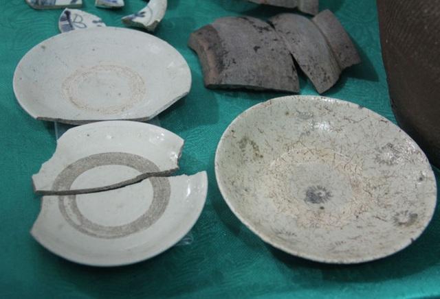 Nhiều mảnh gốm sứ Nhật Bản và Trung Quốc được phát hiện tại thương cảng cổ Hội Thống