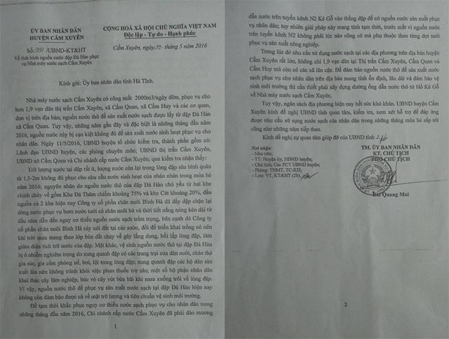Báo cáo gửi UBND tỉnh Hà Tĩnh của UBND huyện Cẩm Xuyên phản ánh, nguyên nhân khiến đời sống của người dân thị trấn Cẩm Xuyên và vùng phụ cận là do Công ty Cổ phần chăn nuôi Bình Hà chặn mất nguồn cung cho nhà máy nước Cẩm Xuyên.