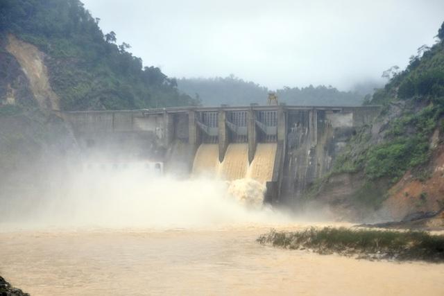 Chủ tịch tỉnh Hà Tĩnh yêu cầu Nhà máy thủy điện Hố Hô phải chấn chỉnh công tác xả lũ để bảo đảm an toàn cho người dân.