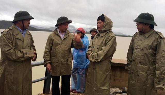 Lãnh đạo tỉnh Hà Tĩnh kiểm tra hồ Kẻ Gỗ trước ngày mở tràn xả lũ.