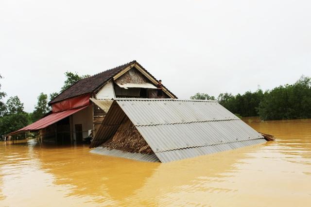 Hà Tĩnh có hàng ngàn ngôi nhà bị ngập sâu trong cơn lũ vừa qua