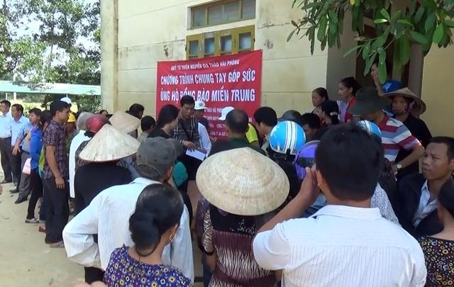 Lãnh đạo huyện Hương Khê khuyến nghị bà con nhân dân ra đồng để sản xuất, không ỉ lại các nguồn cứu trợ.