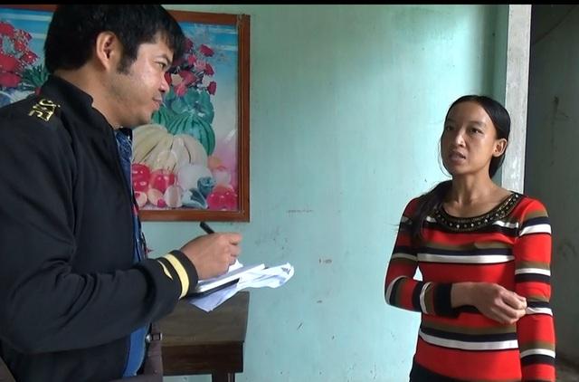 Chị Phương suýt bật khóc khi kể lại giây phút xã cho người tới truy khoản đóng góp hơn 1,2 triệu đồng cho 2 đứa con của chị, dù một cháu đã được ông bà nội đưa vào Bình Định nuôi dưỡng.