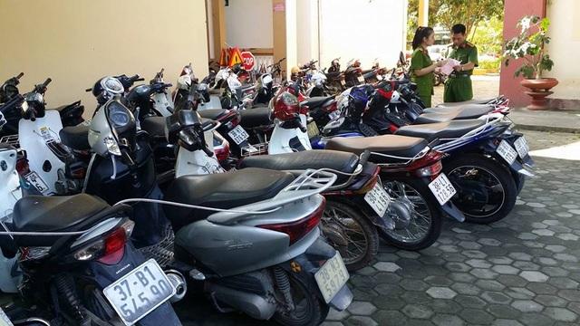 Hàng trăm phương tiện vi phạm bị tạm giữ tại trụ sở Công an thành phố