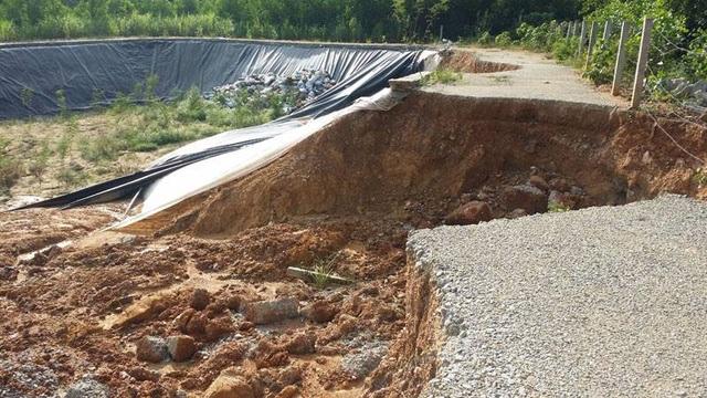Sau đợt mưa lớn hồi trung tuần tháng 10, công trình bãi tập kết rác thải của xã Ân Phú có mức lên đến 1,9 tỷ đồng bị hư hỏng nặng. Người dân xã Ân Phú hết sức bức xúc vì công trình quá kém chất lượng.