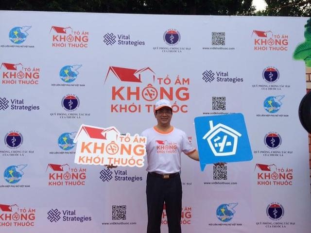 PGS.TS Lương Ngọc Khuê ủng hộ chiến dịch Tổ ấm không khói thuốc.