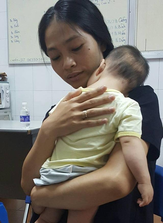 Bé trai 1 tuổi, nặng chỉ 6kg mắc Hội chứng mèo kêu vô cùng hiếm gặp. Ảnh: H.Hải