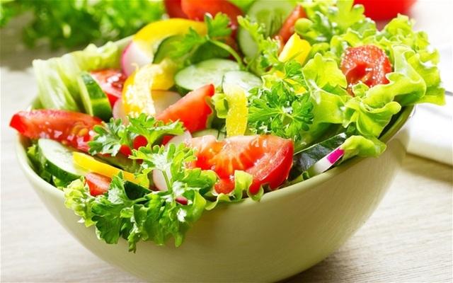 Rau xanh rất quan trọng để giảm tích tụ mỡ trong cơ thể, gây gan nhiễm mỡ. Tuy nhiên một chế độ ăn chay hoàn toàn bằng rau xanh lại gây nguy hại cho sức khỏe.