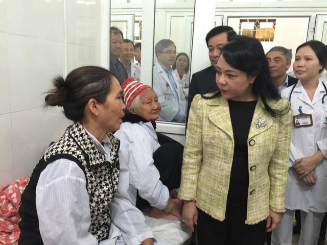 Bộ trưởng yêu cầu BV Bạch Mai phải giảm số ngày nằm viện của bệnh nhân để giảm tải.