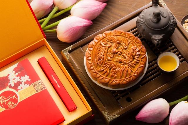 Chọn bánh có hoa văn sắc nét, màu sắc tự nhiên, không bị dập vỡ hay méo mó.