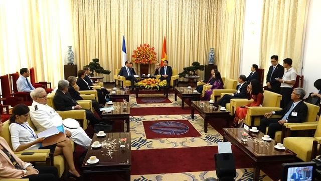 Đoàn công tác của Tổng thống Pháp ghé thăm TP HCM