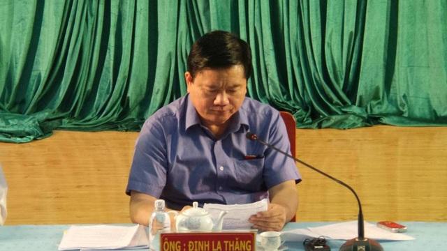 Bí thư Đinh La Thăng đọc đơn của thầy giáo Châu