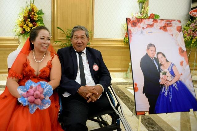 Lễ cưới tập thể dành cho 60 cặp đôi khuyết tật mang tên Ngày hạnh phúc vừa được diễn ra tại quận Gò Vấp vào tối 20/10.