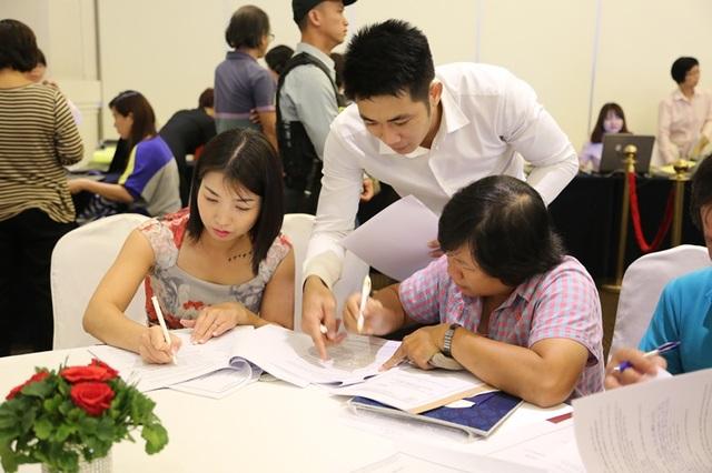 Trước nhu cầu quá lớn, ban lãnh đạo công ty Phú Mỹ Hưng đã họp bàn và quyết định mở bán thêm 200 căn của tòa nhà B. Kết quả, chỉ trong vòng 1 ngày, hơn 90% trên tổng số 521 căn hộ với tổng giá trị hơn 1.000 tỷ đồng đã được bán hết