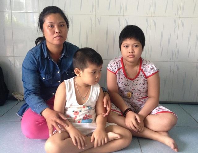 Từ ngày bé Thư bệnh, chị Mộng Thu và các con phải về ở nhờ nhà người quen để đỡ tiền trọ