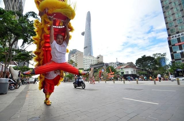 Hân hoan tham gia đua tài trong nghệ thuật múa lân.