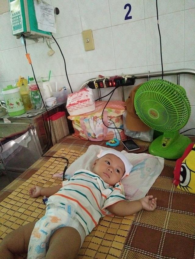 Đến khi bệnh quá nặng, chị Nha mới đưa bé Lộc Ninh lên viện khám