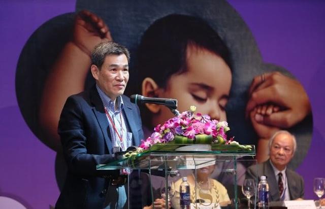 """Tiến sĩ Arthur Teng - Thành viên Hiệp hội Giấc ngủ Trẻ em Châu Á - Thái Bình Dương trình bày chi tiết về """"Tầm quan trọng của giấc ngủ đối với mẹ và bé"""" + Những nghiên cứu mới về giấc ngủ"""
