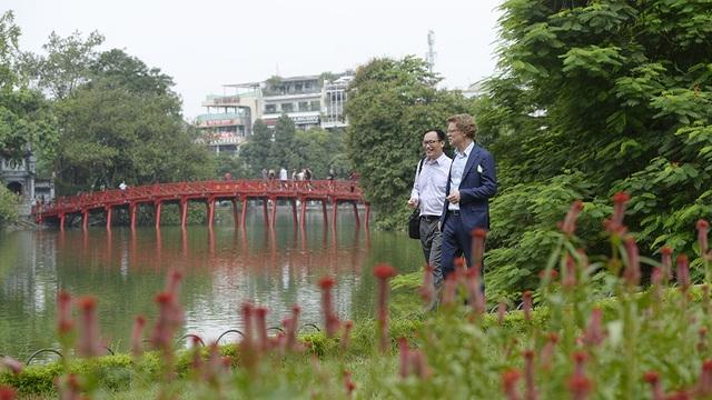 Đại sứ Hogberg cho biết ông sẽ dành thời gian để khám phá thêm về văn hóa của Hà Nội và muốn tới thăm các tỉnh thành trên khắp Việt Nam.