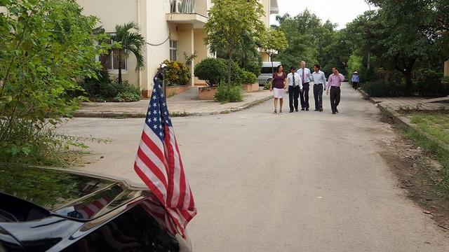 Cũng trong dịp này, Đại sứ Mỹ Ted Osius còn tới thăm nơi chăm sóc các cựu chiến binh Việt Nam.