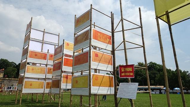 Khu vực giới thiệu Sắc phong các Vương triều Việt Nam, phong Thánh cho Thành hoàng làng Bát Tràng.