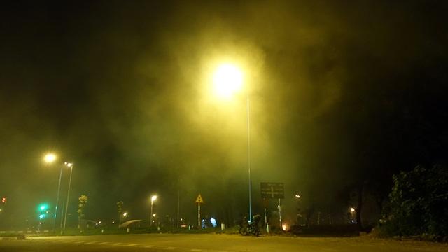 ... khiến bầu không khí đặc quánh khói bụi.