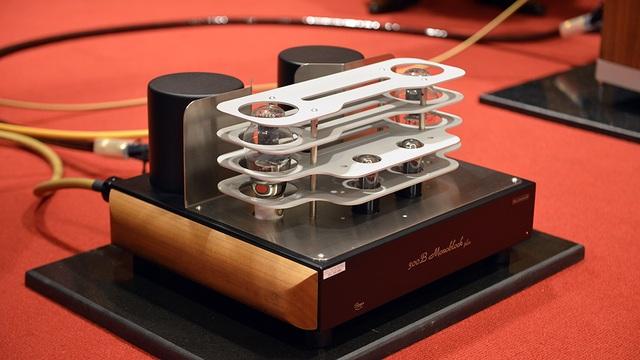 Giá cho chiếc Ampli đèn điện tử MastersounD Dueventi SE này lên tới gần 300 triệu đồng.