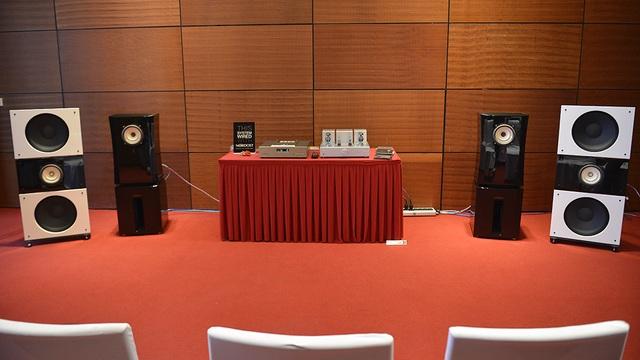 Nhiều phòng nghe được lắp đặt với những thương hiệu nổi tiếng với những bộ dàn âm thanh tiền tỷ.