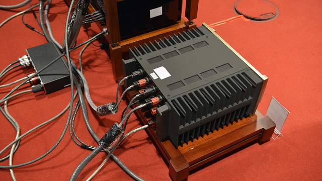 Hệ thống âm thanh của Duy Anh Audio mang đến triển lãm cũng vô cùng hầm hố đậm chất quân đội.