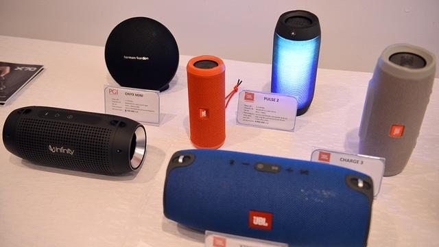 Nhiều thiết bị âm thanh di động với những công nghệ mới nhất như chống nước, kết nối với mọi dạng giao tiếp.