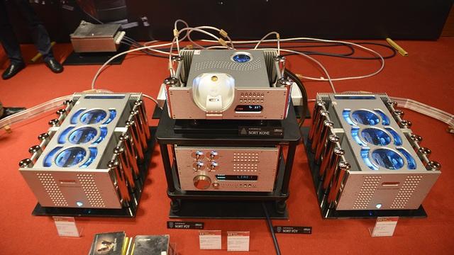 Raidho được đánh với toàn hệ thống DAC, AMP và CD Player đầu bảng của Chord.
