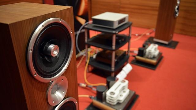 Phối ghép tại Nguyễn Audio với hệ thống đến từ hãng âm thanh Ý Master Sound. Đặc biệt là dàn ampli đèn điện tử MastersounD Dueventi SE với quy trình sản xuất vô cùng khắt khe nhằm mang tới chất lượng âm thanh hoàn hảo từng chi tiết.