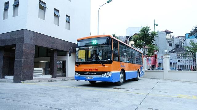 Sáng 20/12, xí nghiệp xe buýt Yên Viên chính thức đưa vào khai thác chuyến xe buýt số hiệu 90 từ bến xe Kim Mã đi sân bay Nội Bài.