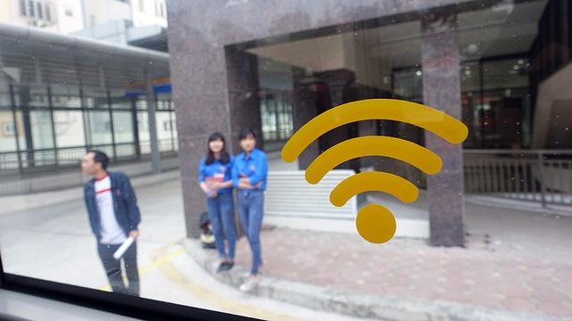 Xe có wifi miễn phí cho hành khách kết nối Internet.