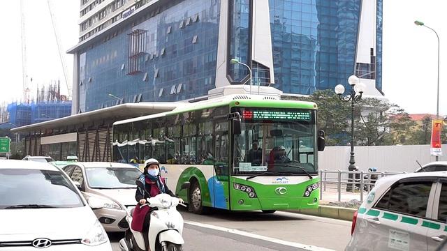 Bắt đầu từ ngày 25/12/2106, thành phố Hà Nội sẽ thực hiện hạn chế một số phương tiện như taxi, xe tải... chạy trên tuyến đường xe buýt nhanh đi qua.