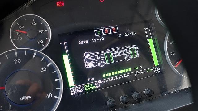 Hệ thống cửa mở thông minh và thiết bị giám sát hành trình được trang bị trên xe.