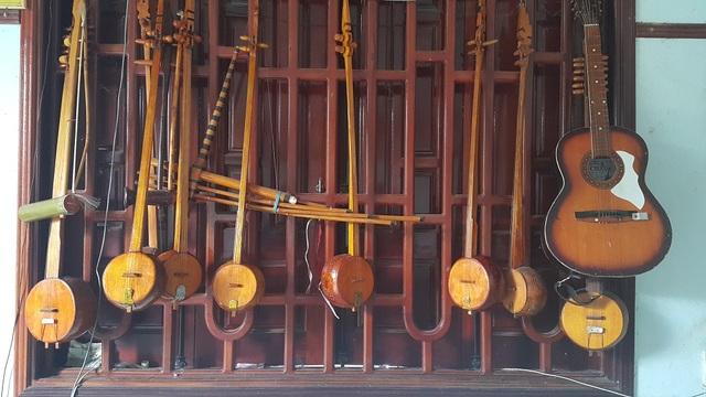 Những chiếc đàn được nghệ nhân Nông Thanh Hưu chế tác