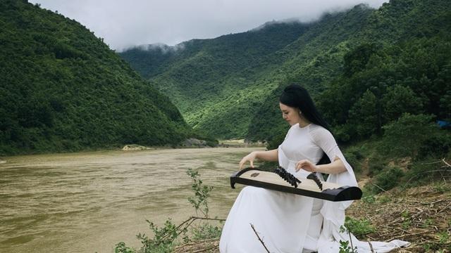 """Để có bản phối mới cho ca khúc """"Miền Trung ơi, nước mắt lại rơi"""" thể hiện trong MV, Miên đã nhờ nhạc sỹ Đức Nghĩa"""